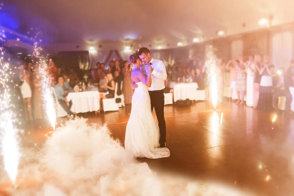 Top Tier Wedding First dance